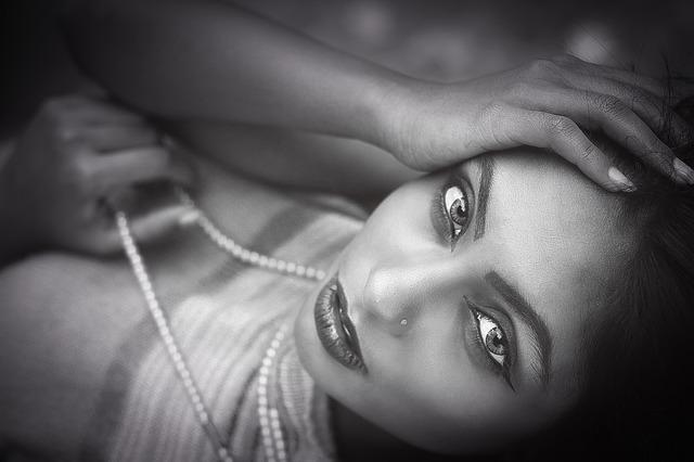 female-portrait-2310553_1920.jpg